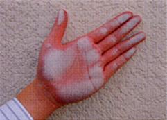 外壁塗装を手で触ると白い粉がつくとき