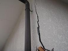 外壁塗装がひび割れてるとき